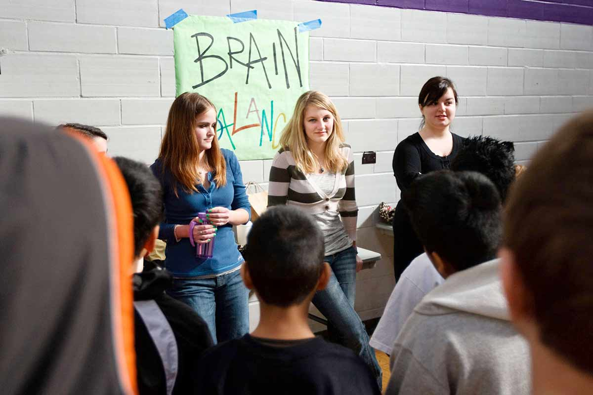St. Thomas psychology students teach visiting students
